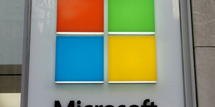A Microsoft logo is pictured on a store in the Manhattan borough of New York City, New York, U.S., January  25, 2021. REUTERS/Carlo Allegri/File Photo