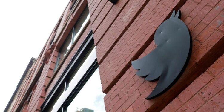 A logo is seen on the New York Twitter offices in Manhattan, New York City, U.S., July 29, 2021. REUTERS/Andrew Kelly/File Photo